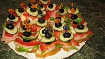 Канапе с беконом и овощами